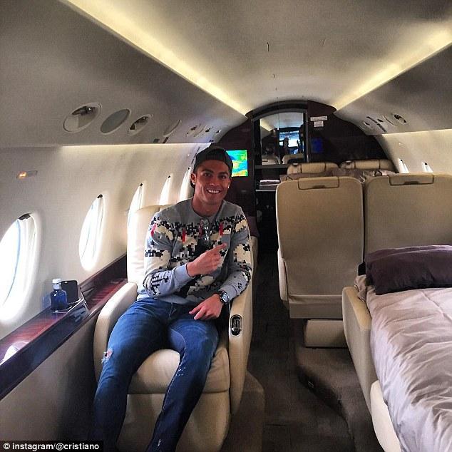 Aereo Privato Real Madrid : Pulang ke portugal cristiano ronaldo gunakan jet pribadi