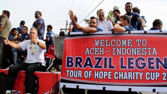 Tim Legenda Brasil Latih 100 Anak-anak Aceh